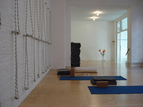 yoga klub berlin yoga raum berlin. Black Bedroom Furniture Sets. Home Design Ideas